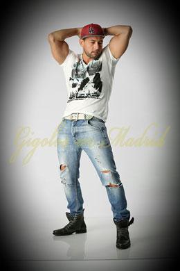 Acompañante Bailarin Rumano | Dennis