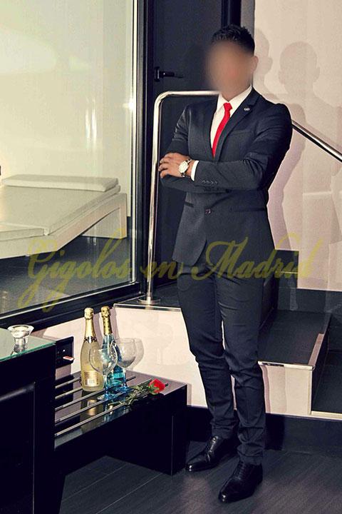 Angelo gigolo de lujo elegante
