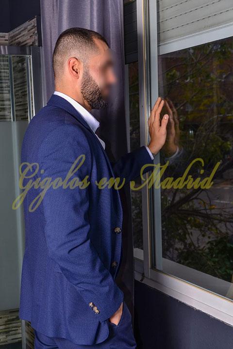 Gigoló Madrid elegante y con clase. Victor