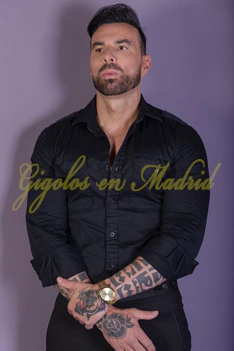 acompañante masculino solo para mujeres en Madrid. Piero