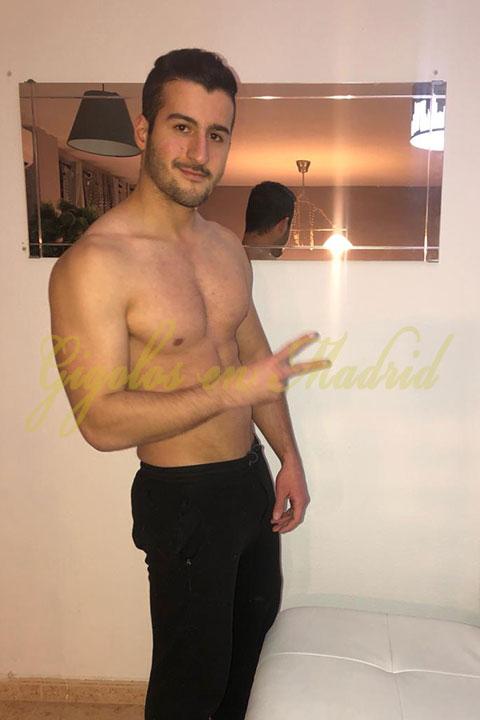gigoló gimnasta y atlético Antonio