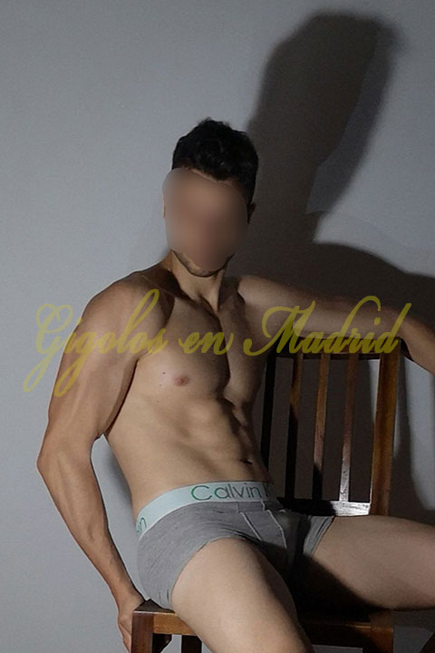 Gigoló español en Madrid, muy apuesto. Nacho