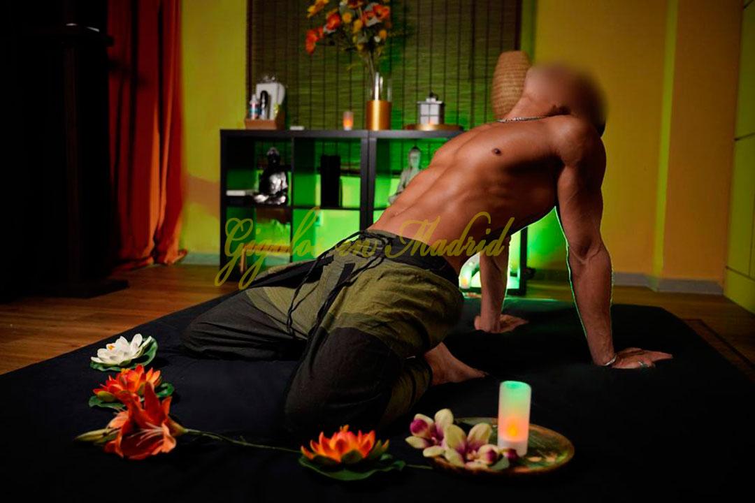 Gigoló de lujo especialista en masajes Joäo