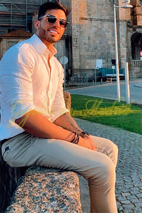 Guapo y elegante hombre de compañía en Madrid. Salvador